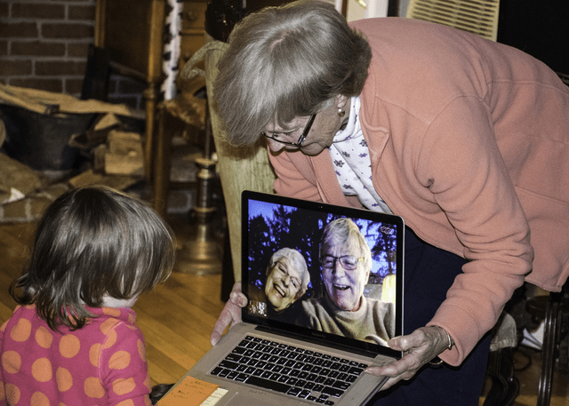 Technology Can Help Your Senior Stay Connected to Far Away Friends and Family